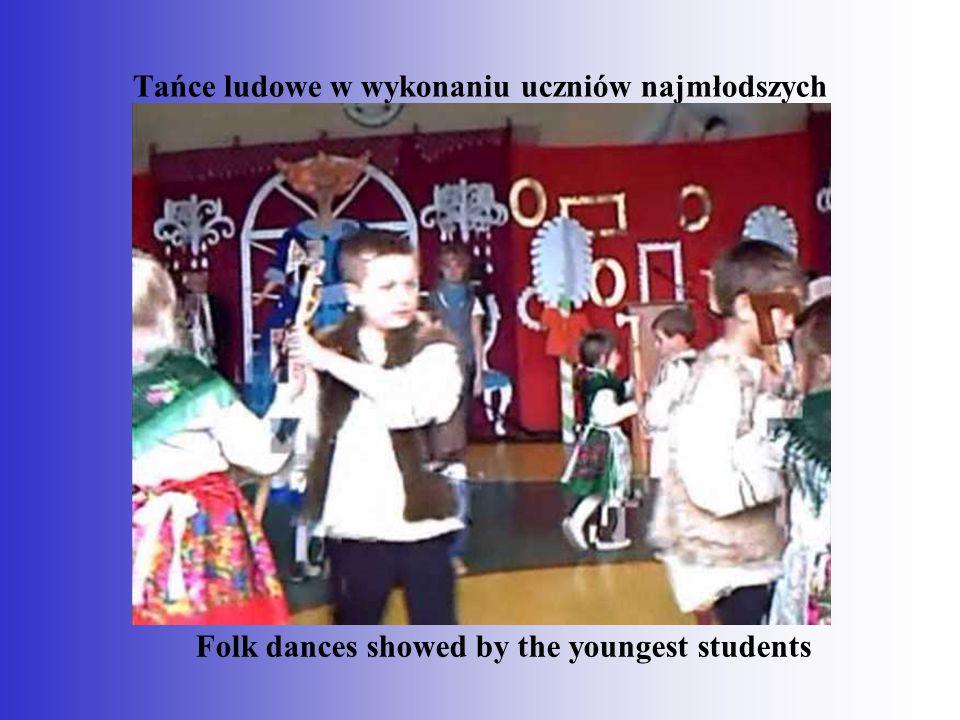Tańce ludowe w wykonaniu uczniów najmłodszych