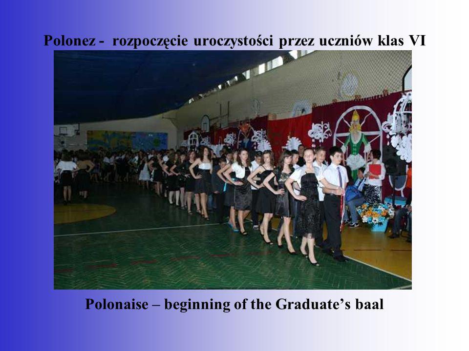 Polonez - rozpoczęcie uroczystości przez uczniów klas VI
