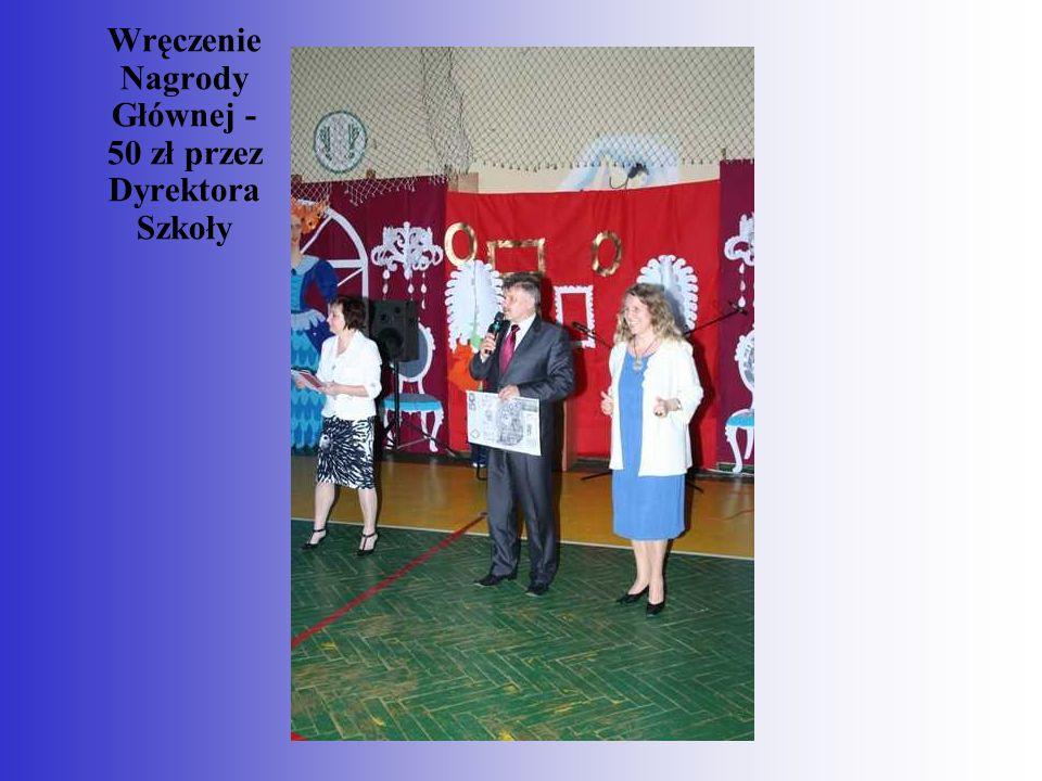 Wręczenie Nagrody Głównej - 50 zł przez Dyrektora Szkoły