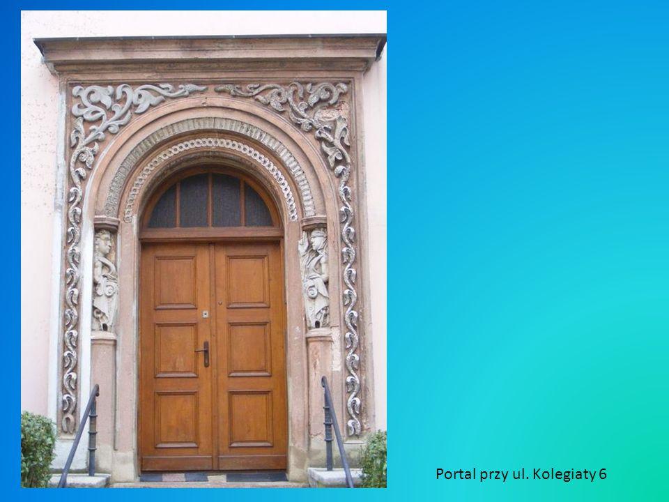 Portal przy ul. Kolegiaty 6