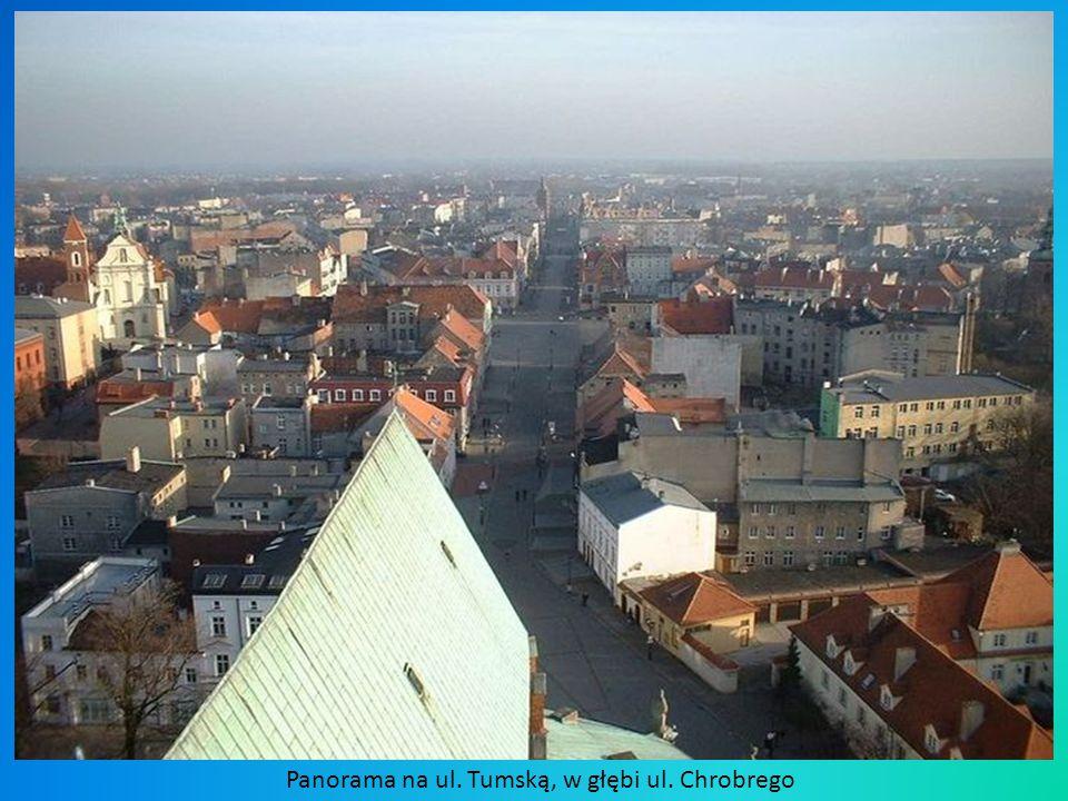 Panorama na ul. Tumską, w głębi ul. Chrobrego