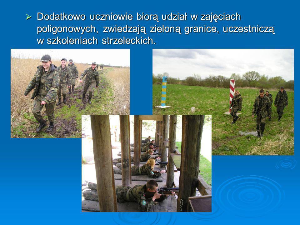 Dodatkowo uczniowie biorą udział w zajęciach poligonowych, zwiedzają zieloną granice, uczestniczą w szkoleniach strzeleckich.