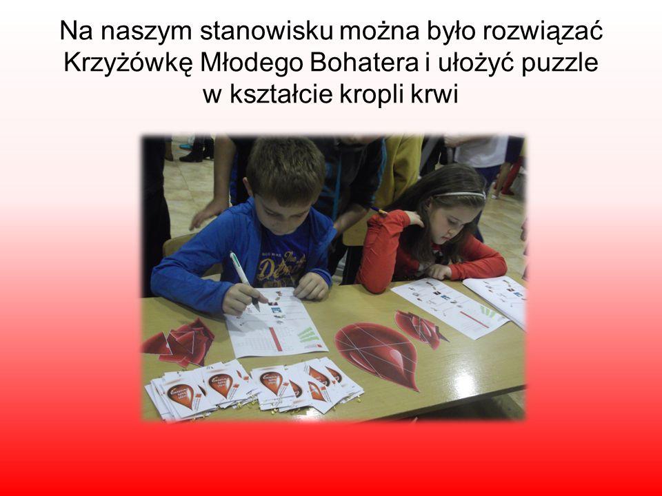 Na naszym stanowisku można było rozwiązać Krzyżówkę Młodego Bohatera i ułożyć puzzle w kształcie kropli krwi
