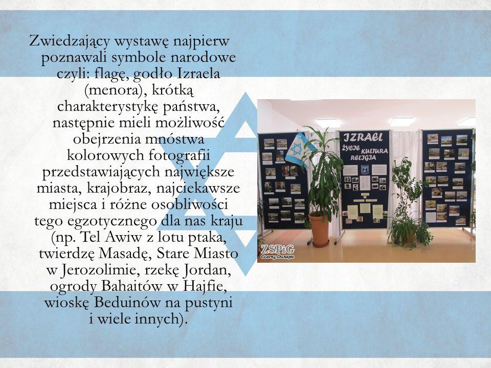 Zwiedzający wystawę najpierw poznawali symbole narodowe czyli: flagę, godło Izraela (menora), krótką charakterystykę państwa, następnie mieli możliwość obejrzenia mnóstwa kolorowych fotografii przedstawiających największe miasta, krajobraz, najciekawsze miejsca i różne osobliwości tego egzotycznego dla nas kraju (np.