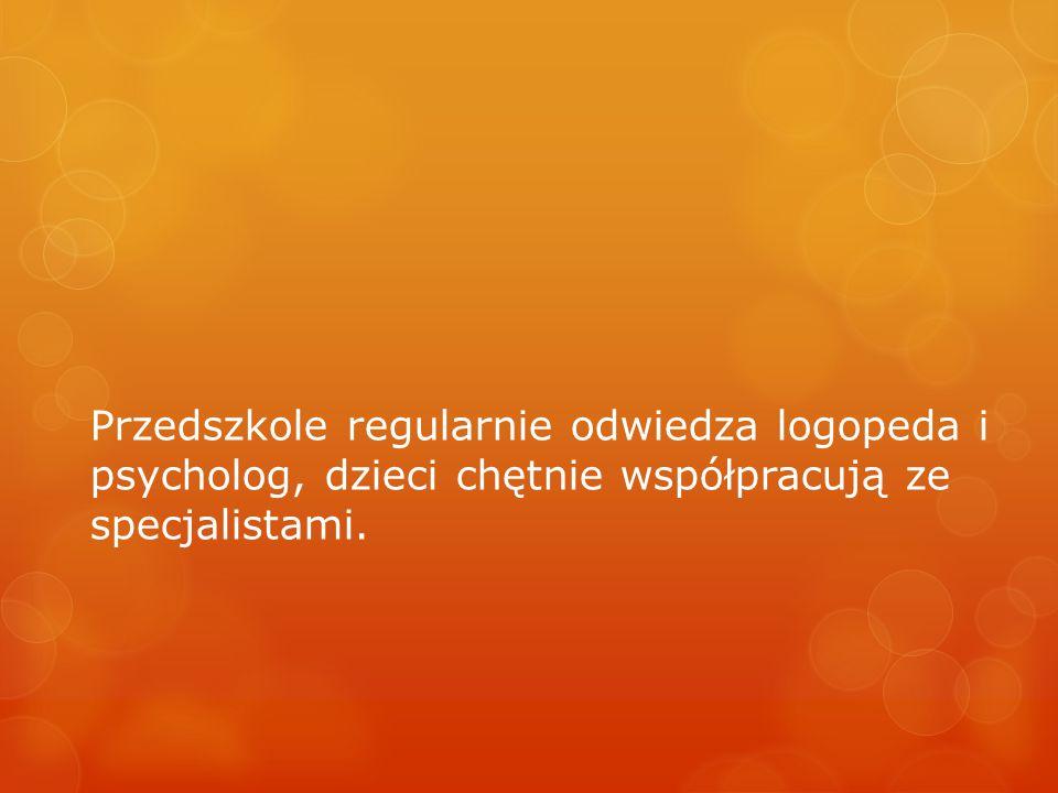 Przedszkole regularnie odwiedza logopeda i psycholog, dzieci chętnie współpracują ze specjalistami.