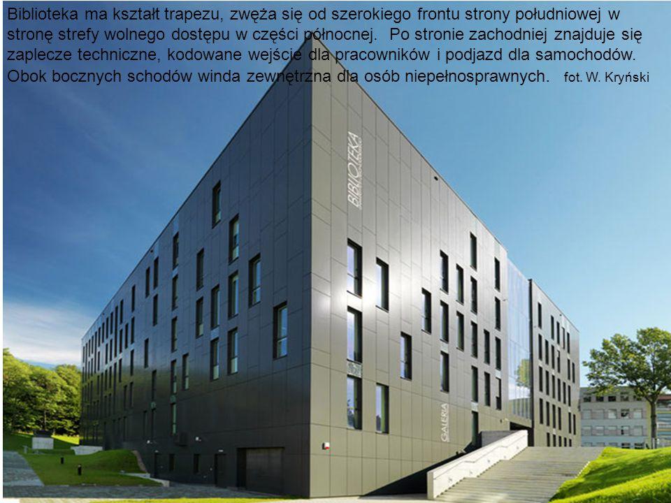 Biblioteka ma kształt trapezu, zwęża się od szerokiego frontu strony południowej w stronę strefy wolnego dostępu w części północnej.