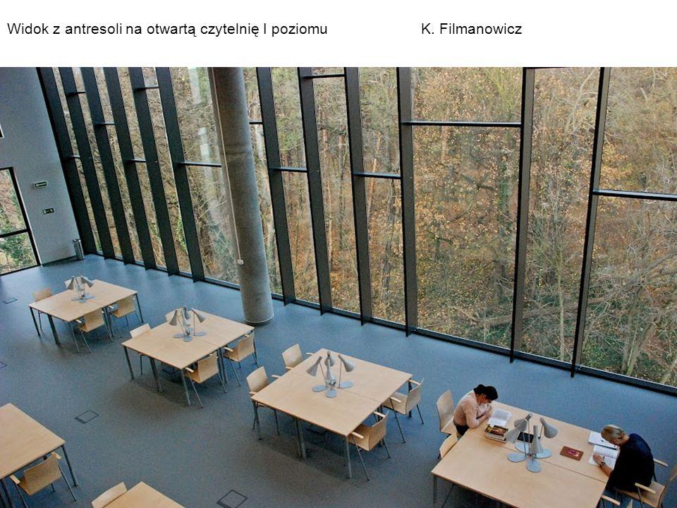 Widok z antresoli na otwartą czytelnię I poziomu K. Filmanowicz
