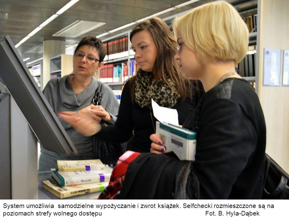 System umożliwia samodzielne wypożyczanie i zwrot książek