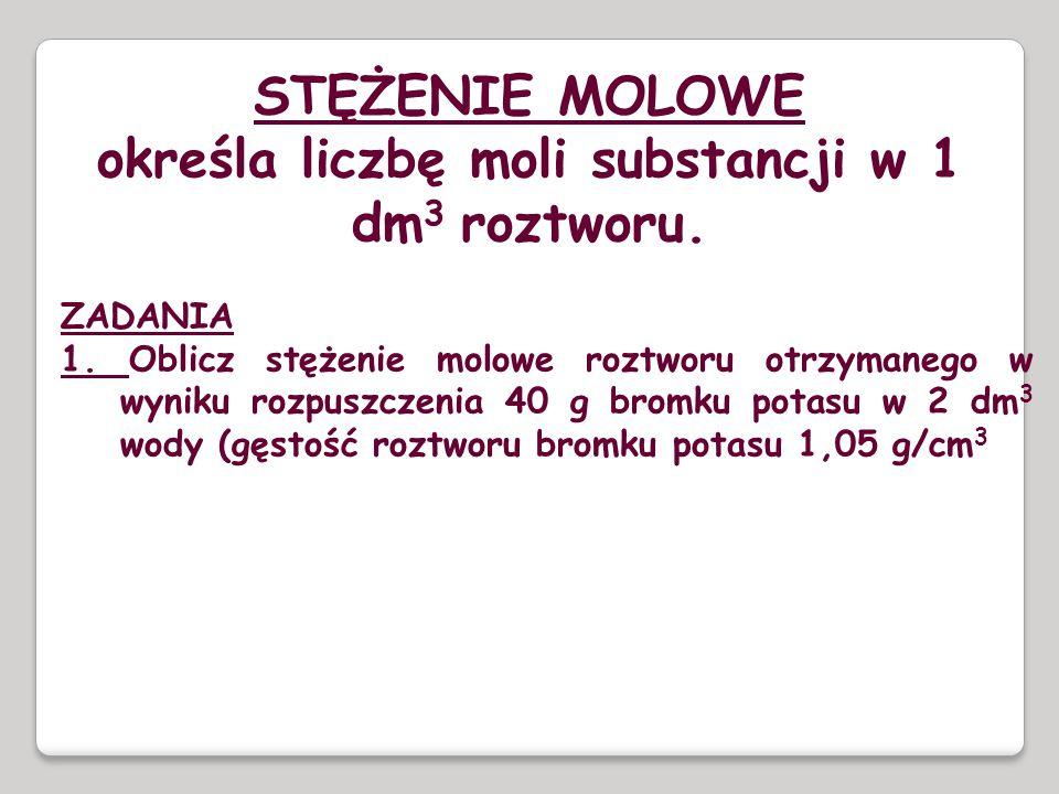 określa liczbę moli substancji w 1 dm3 roztworu.