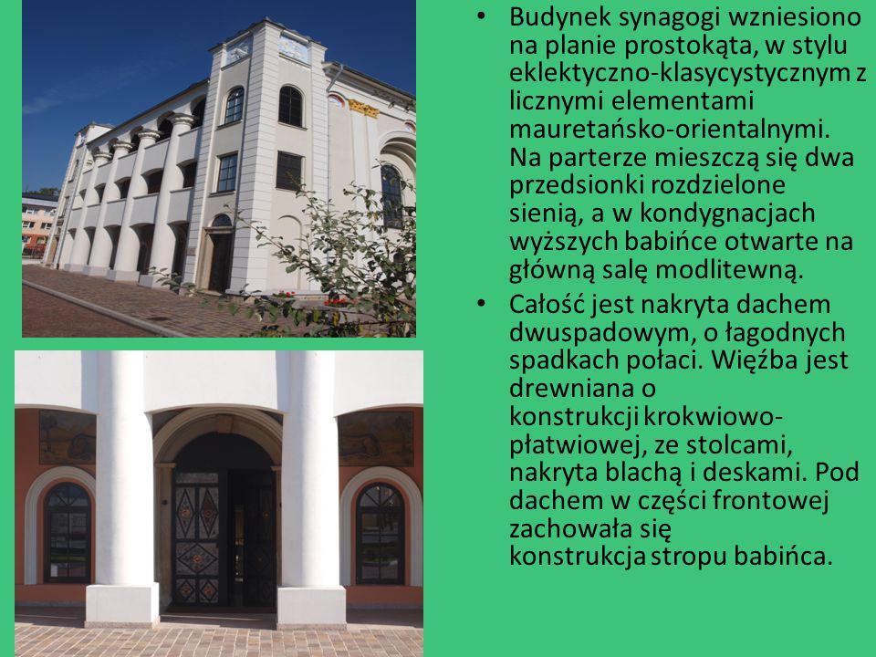 Budynek synagogi wzniesiono na planie prostokąta, w stylu eklektyczno-klasycystycznym z licznymi elementami mauretańsko-orientalnymi. Na parterze mieszczą się dwa przedsionki rozdzielone sienią, a w kondygnacjach wyższych babińce otwarte na główną salę modlitewną.