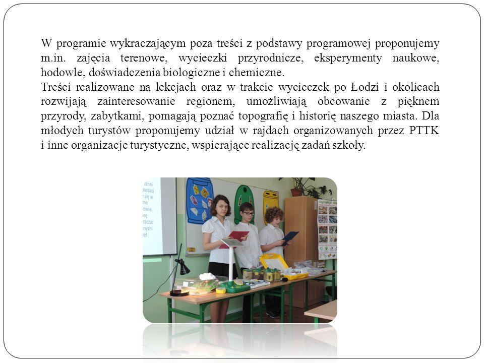 W programie wykraczającym poza treści z podstawy programowej proponujemy m.in. zajęcia terenowe, wycieczki przyrodnicze, eksperymenty naukowe, hodowle, doświadczenia biologiczne i chemiczne.