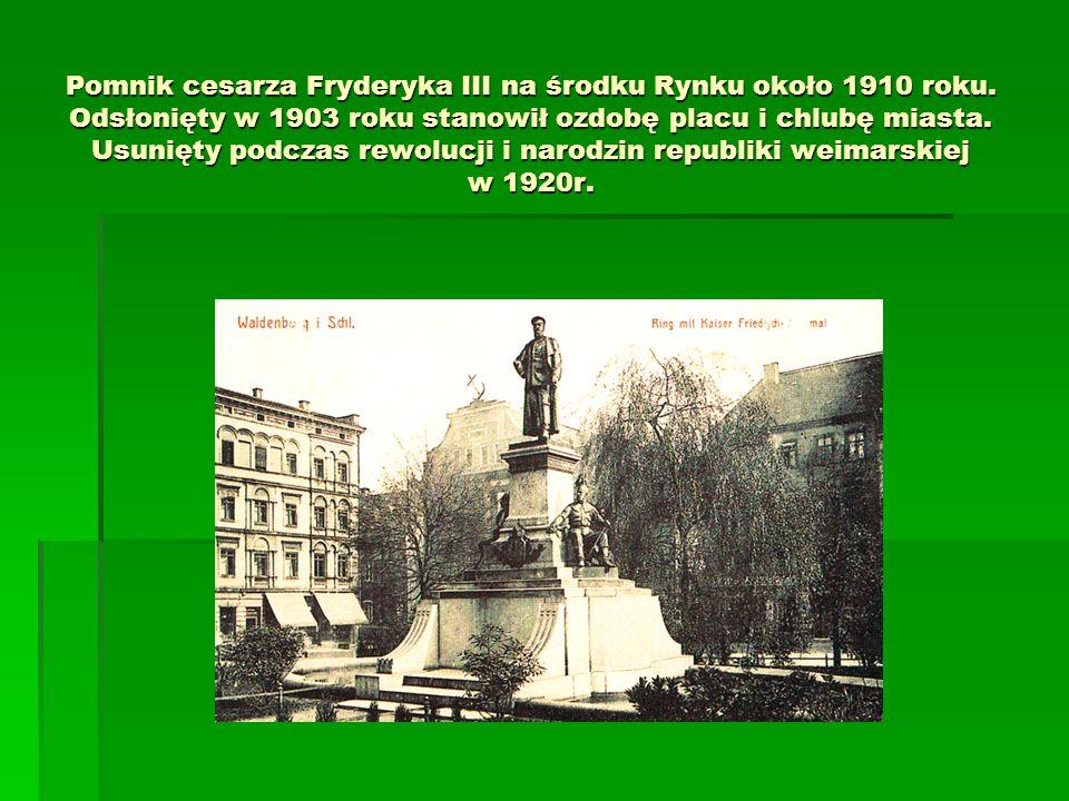 Pomnik cesarza Fryderyka III na środku Rynku około 1910 roku