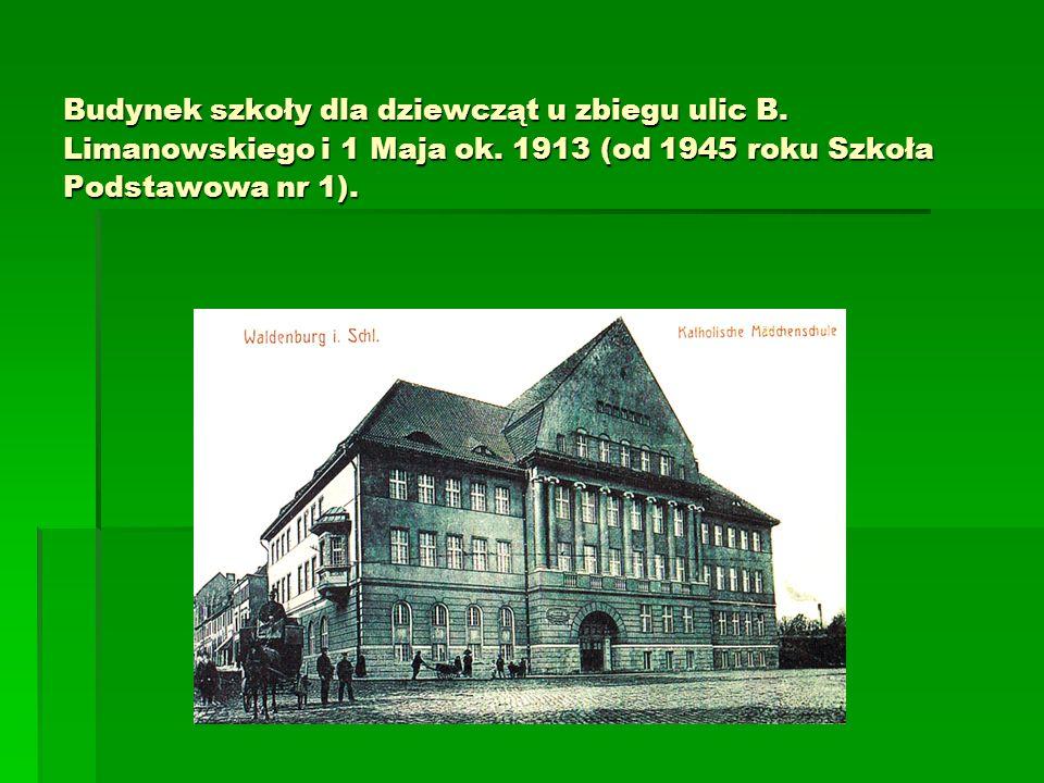 Budynek szkoły dla dziewcząt u zbiegu ulic B. Limanowskiego i 1 Maja ok.