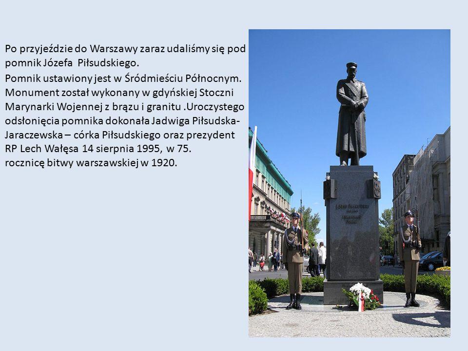 Po przyjeździe do Warszawy zaraz udaliśmy się pod pomnik Józefa Piłsudskiego.