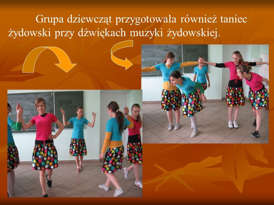 Grupa dziewcząt przygotowała również taniec żydowski przy dźwiękach muzyki żydowskiej.