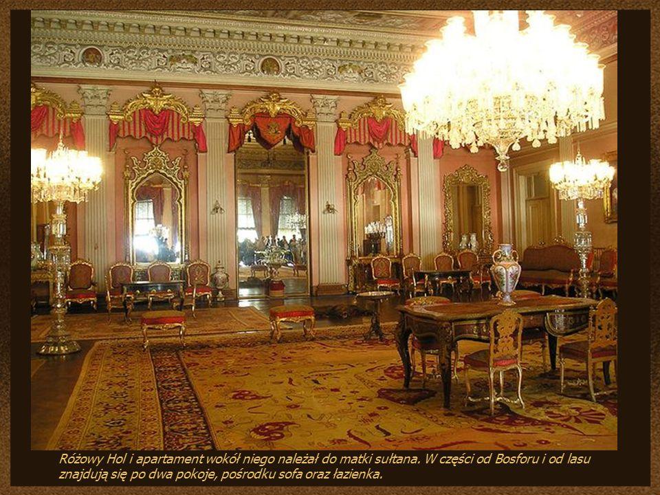 Różowy Hol i apartament wokół niego należał do matki sułtana