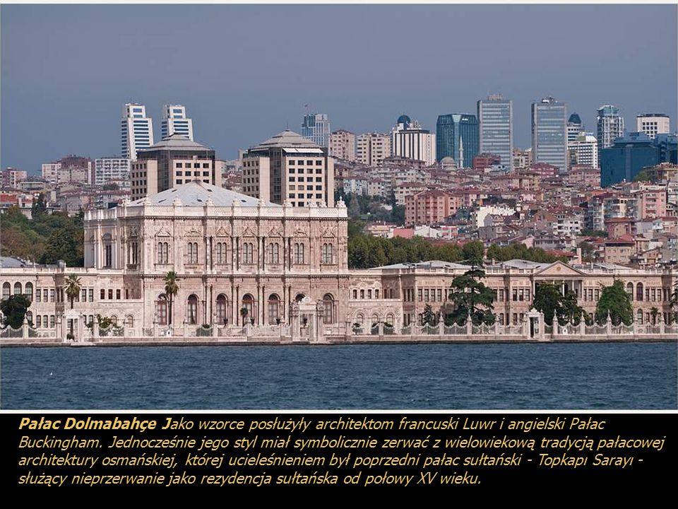 Pałac Dolmabahçe Jako wzorce posłużyły architektom francuski Luwr i angielski Pałac Buckingham.
