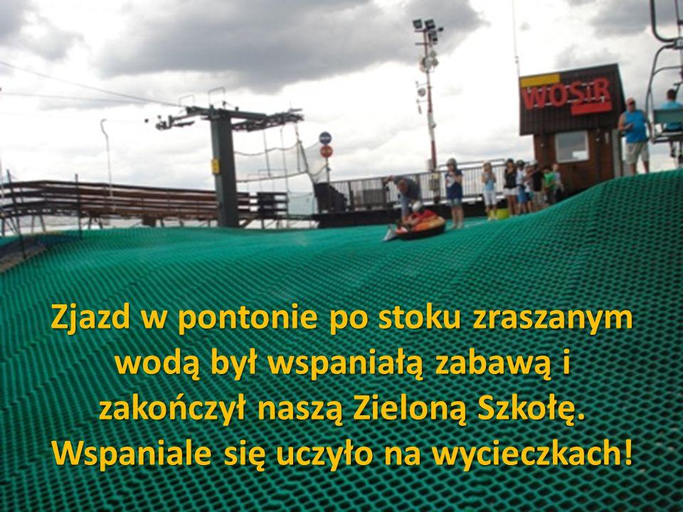 Zjazd w pontonie po stoku zraszanym wodą był wspaniałą zabawą i zakończył naszą Zieloną Szkołę.