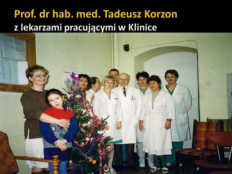 Prof. dr hab. med. Tadeusz Korzon z lekarzami pracującymi w Klinice