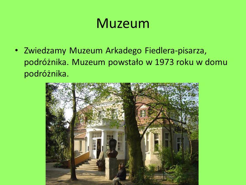 Muzeum Zwiedzamy Muzeum Arkadego Fiedlera-pisarza, podróżnika.
