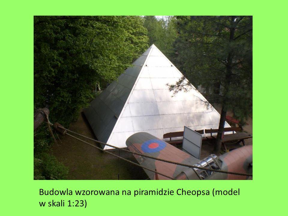 Budowla wzorowana na piramidzie Cheopsa (model w skali 1:23)