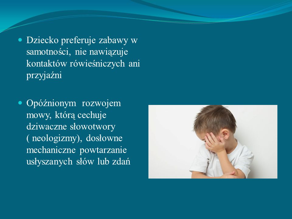 Dziecko preferuje zabawy w samotności, nie nawiązuje kontaktów rówieśniczych ani przyjaźni