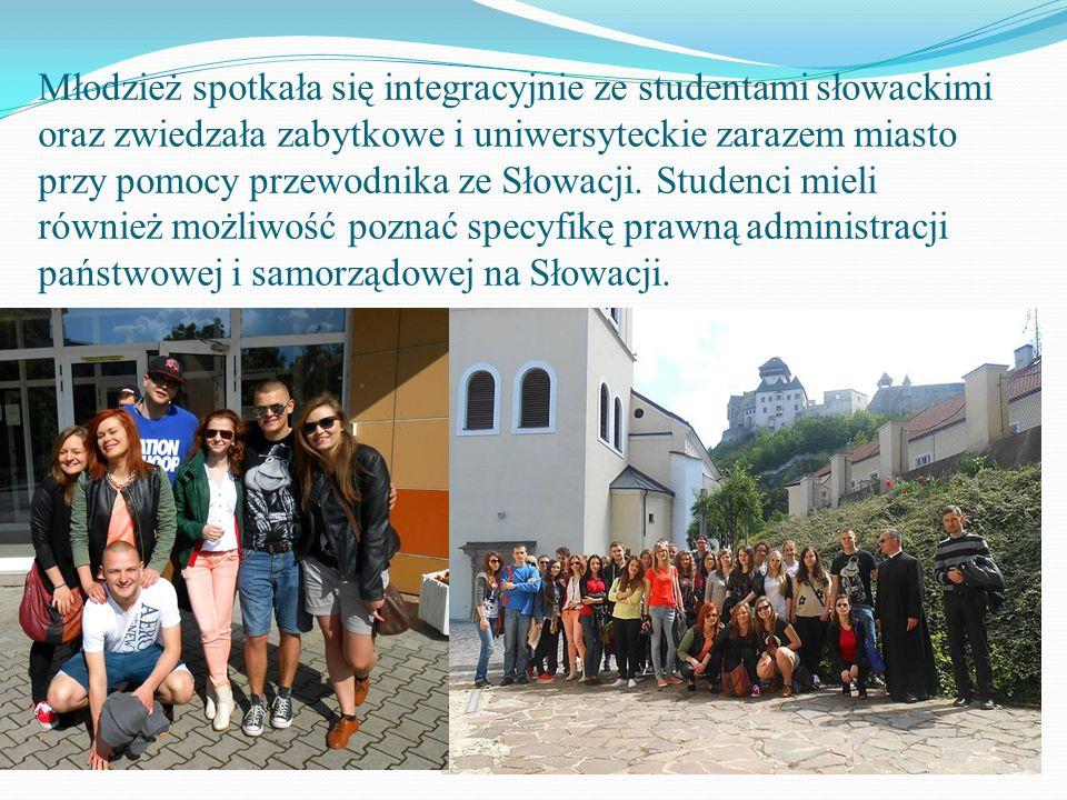 Młodzież spotkała się integracyjnie ze studentami słowackimi oraz zwiedzała zabytkowe i uniwersyteckie zarazem miasto przy pomocy przewodnika ze Słowacji.