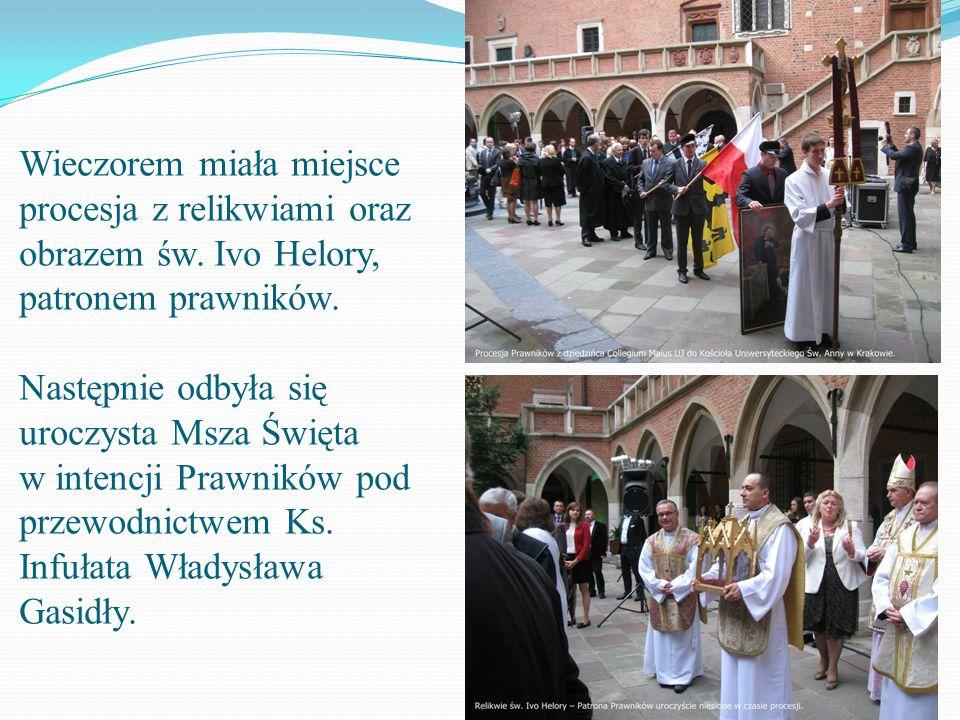 Wieczorem miała miejsce procesja z relikwiami oraz obrazem św