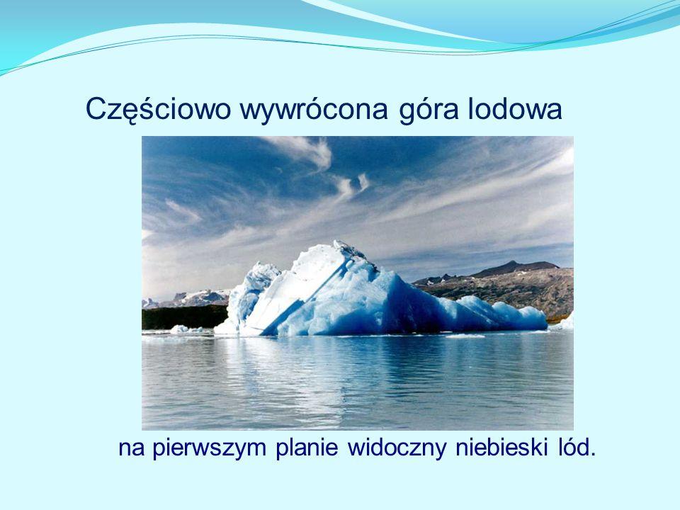 Częściowo wywrócona góra lodowa