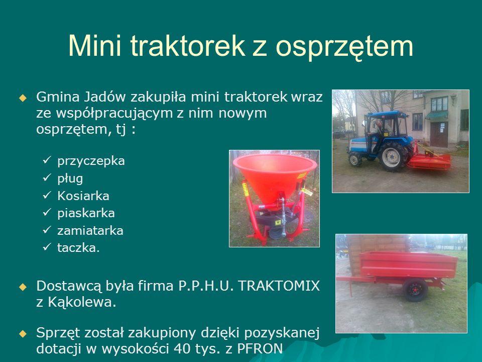Mini traktorek z osprzętem