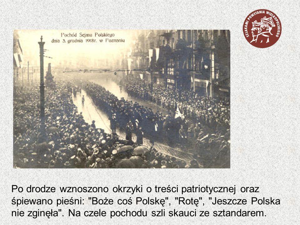 Po drodze wznoszono okrzyki o treści patriotycznej oraz śpiewano pieśni: Boże coś Polskę , Rotę , Jeszcze Polska nie zginęła .