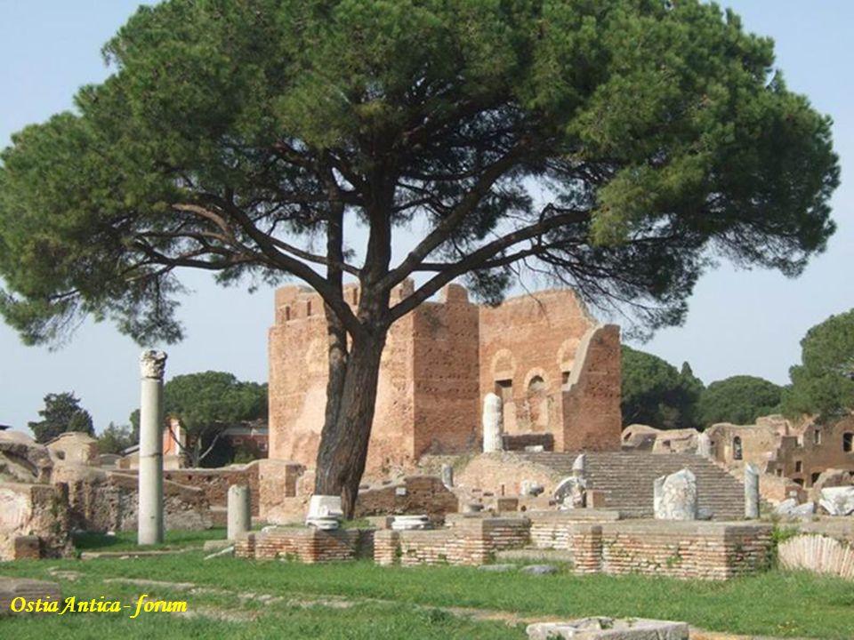 Foro di ostia antica Ostia Antica - forum