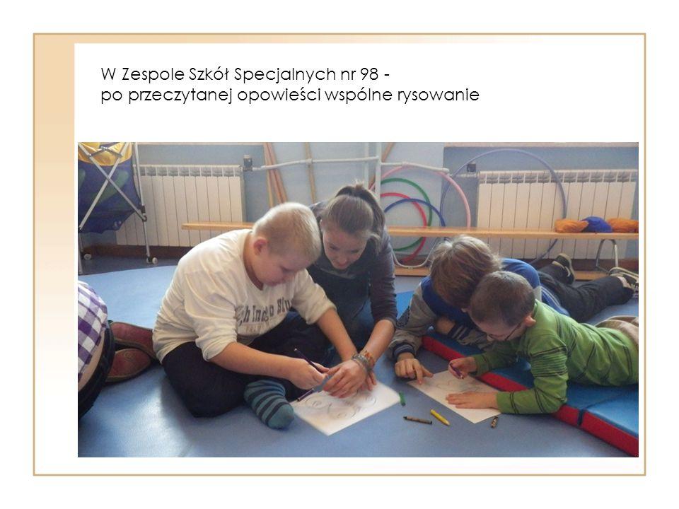 W Zespole Szkół Specjalnych nr 98 - po przeczytanej opowieści wspólne rysowanie
