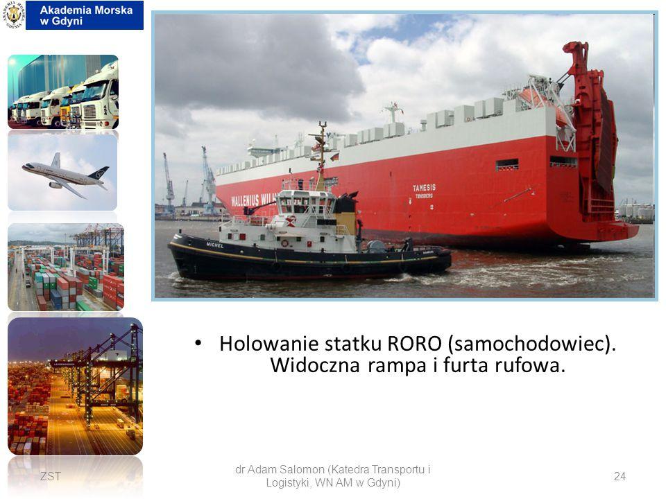 Holowanie statku RORO (samochodowiec). Widoczna rampa i furta rufowa.