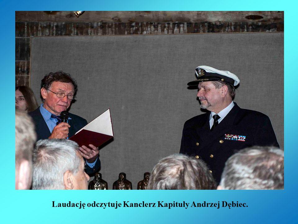 Laudację odczytuje Kanclerz Kapituły Andrzej Dębiec.