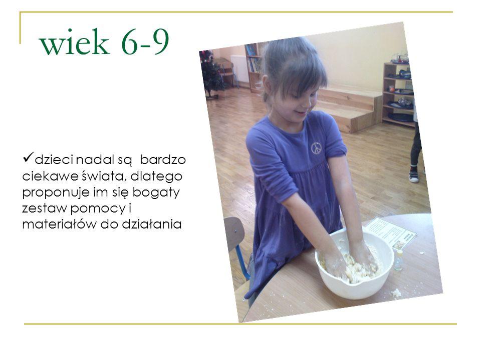 wiek 6-9 dzieci nadal są bardzo ciekawe świata, dlatego proponuje im się bogaty zestaw pomocy i materiałów do działania.