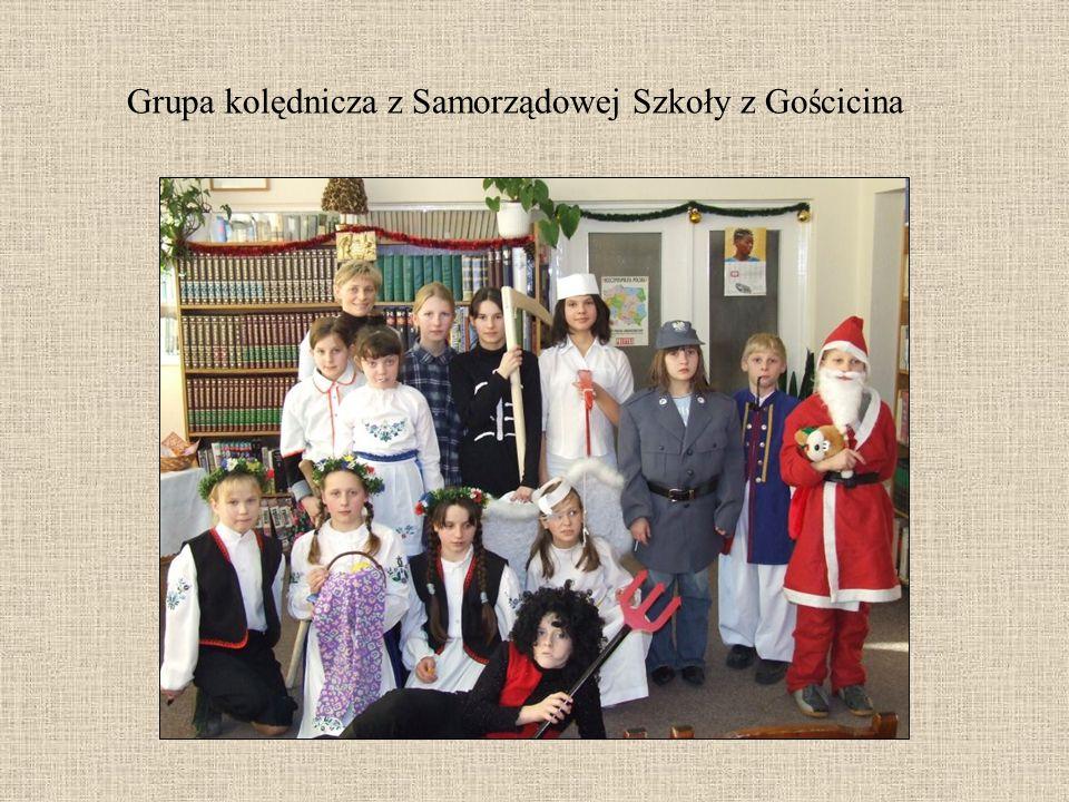 Grupa kolędnicza z Samorządowej Szkoły z Gościcina