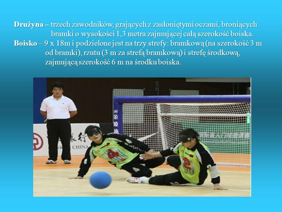 Drużyna – trzech zawodników, grających z zasłoniętymi oczami, broniących