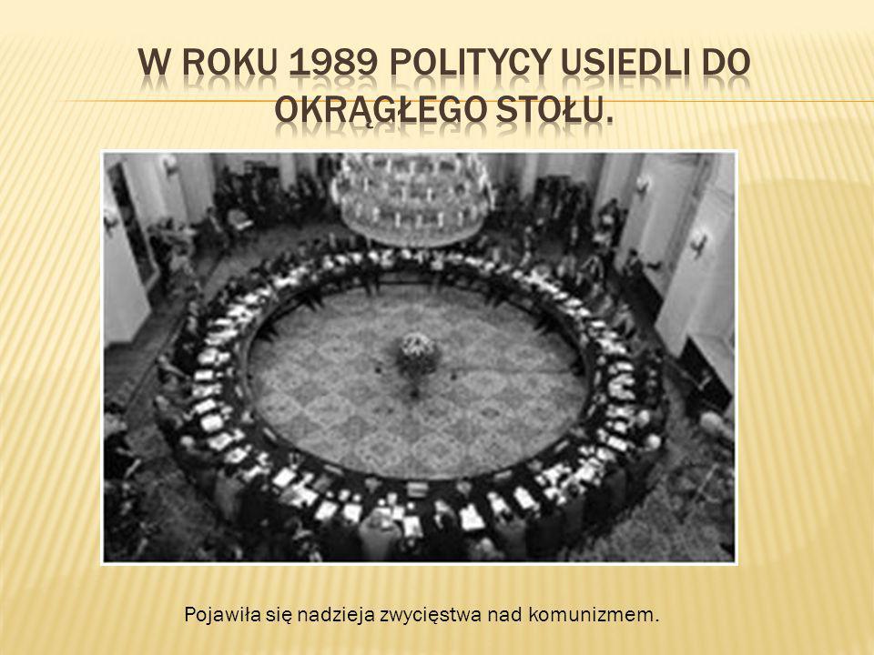 W roku 1989 politycy usiedli do okrągłego stołu.