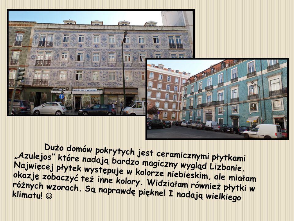 """Dużo domów pokrytych jest ceramicznymi płytkami """"Azulejos które nadają bardzo magiczny wygląd Lizbonie."""