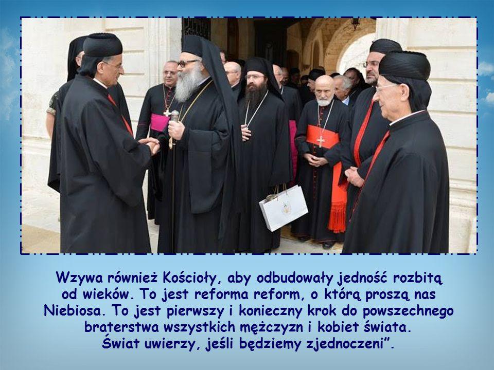 Wzywa również Kościoły, aby odbudowały jedność rozbitą od wieków