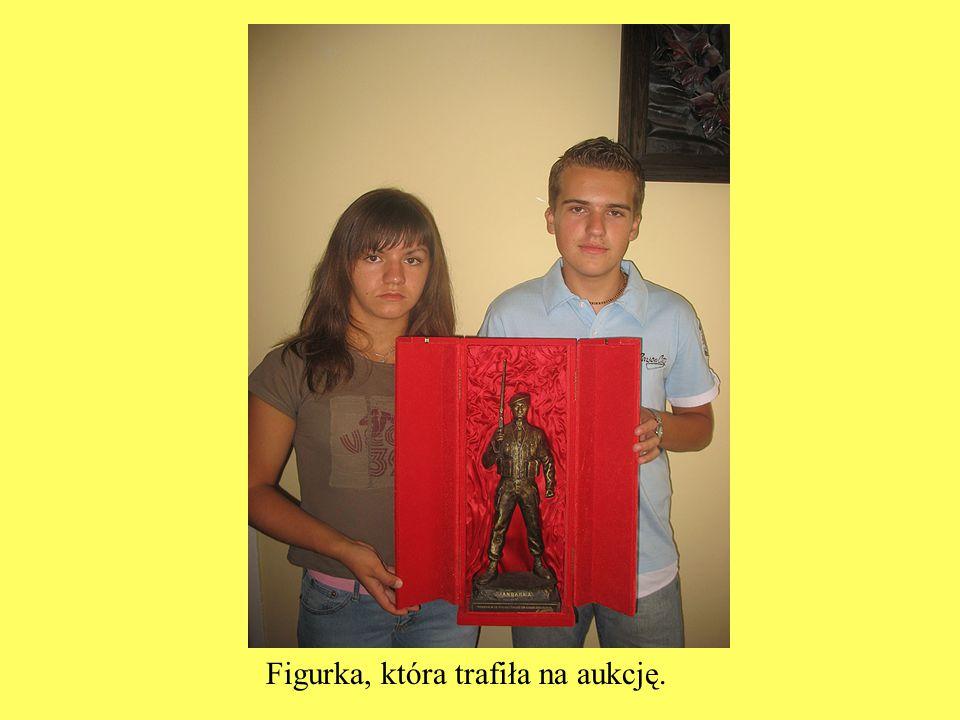Figurka, która trafiła na aukcję.