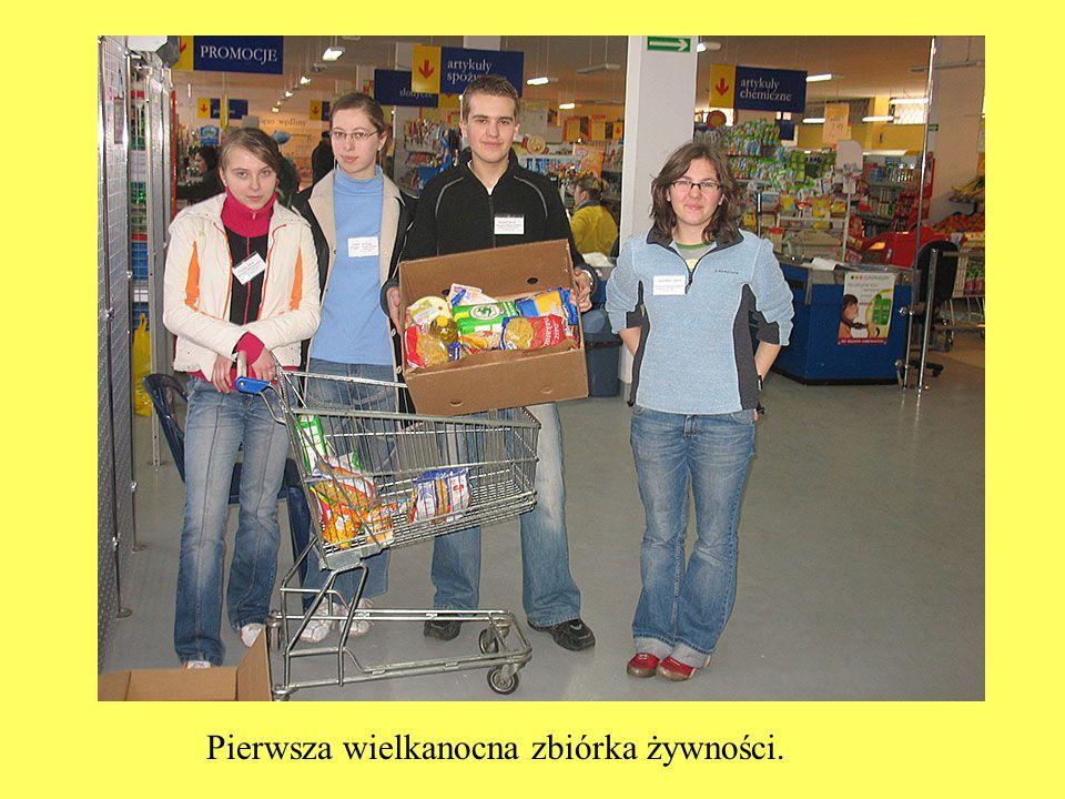 Pierwsza wielkanocna zbiórka żywności.