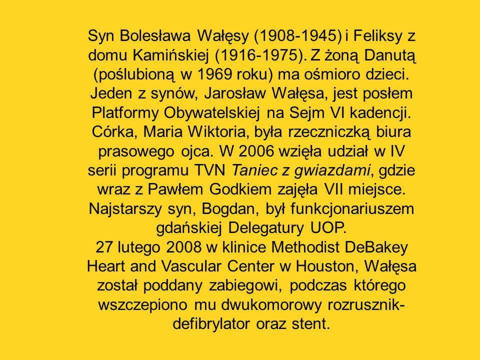 Syn Bolesława Wałęsy (1908-1945) i Feliksy z domu Kamińskiej (1916-1975). Z żoną Danutą (poślubioną w 1969 roku) ma ośmioro dzieci.