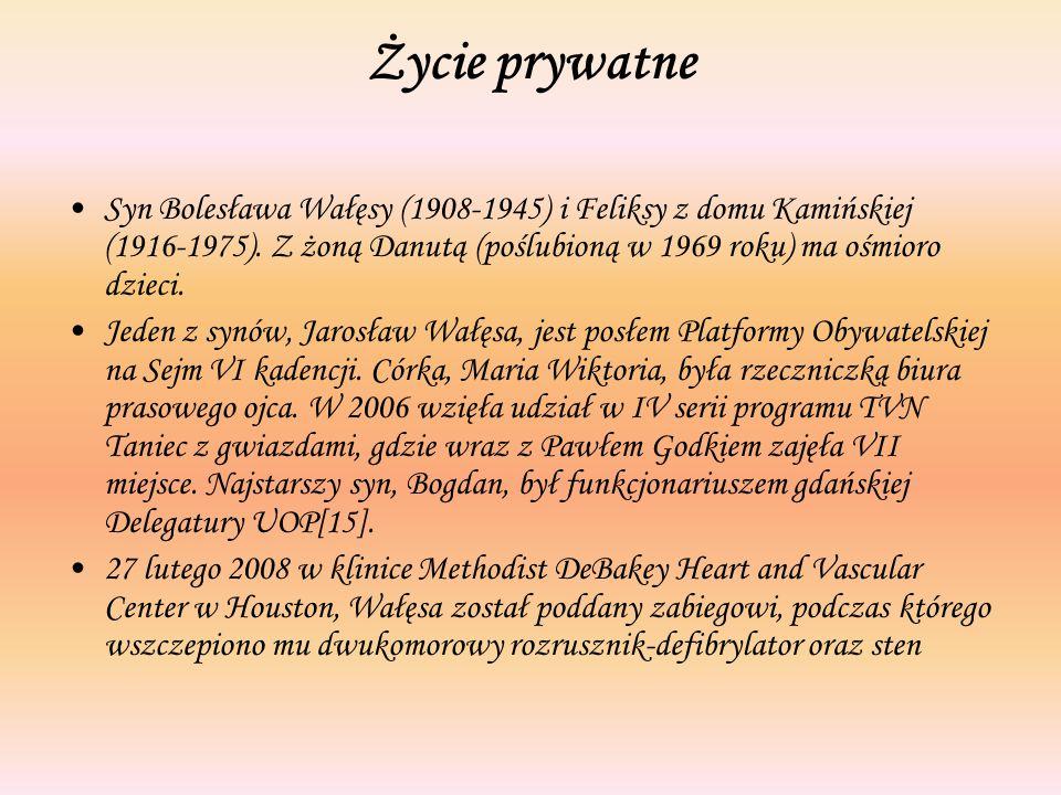 Życie prywatne Syn Bolesława Wałęsy (1908-1945) i Feliksy z domu Kamińskiej (1916-1975). Z żoną Danutą (poślubioną w 1969 roku) ma ośmioro dzieci.
