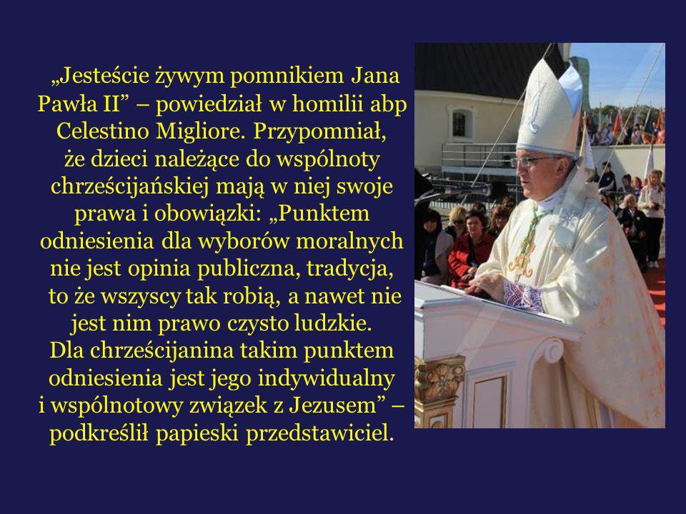 """""""Jesteście żywym pomnikiem Jana Pawła II – powiedział w homilii abp Celestino Migliore."""