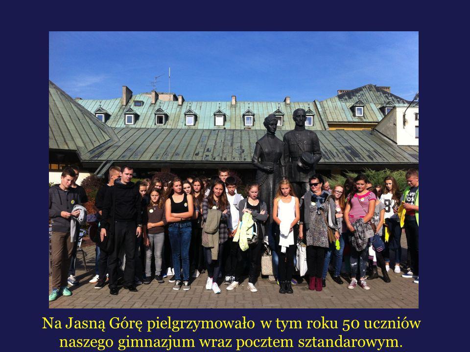 Zgodnie z kilkuletnią tradycja 10 października W tym roku pielgrzymowało na Jasną Górę 50 uczniów z naszego gimnazjum wraz z pocztem sztandarowym