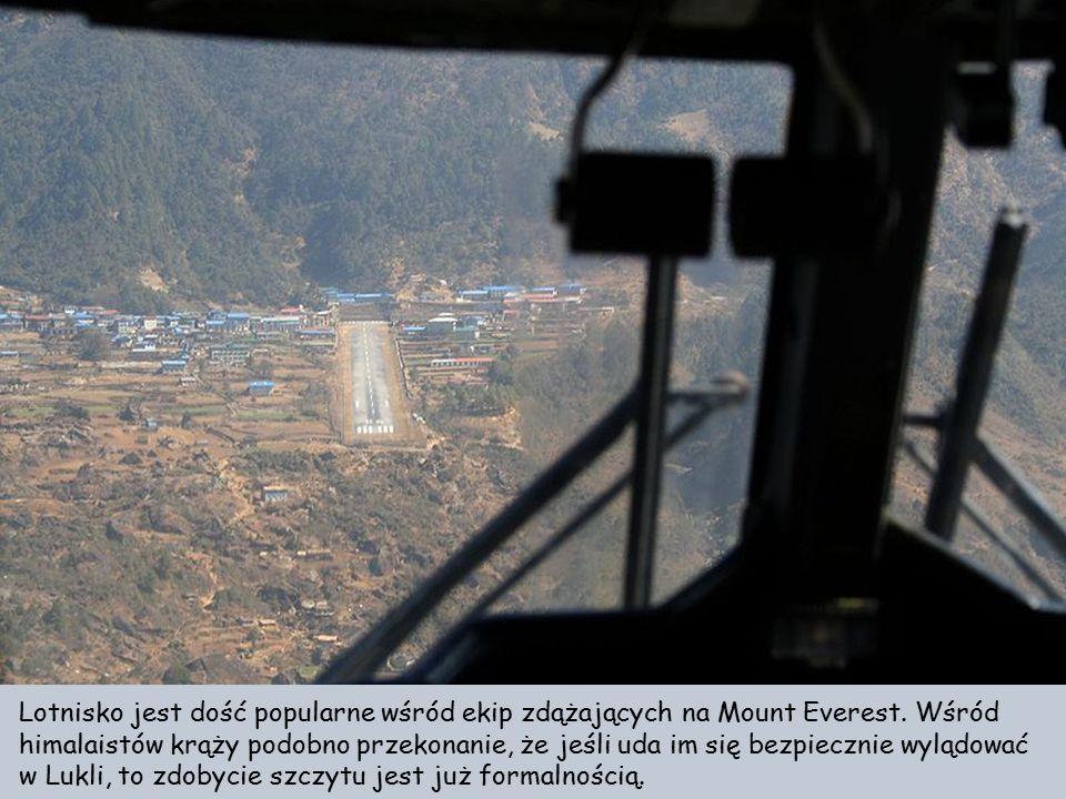 Lotnisko jest dość popularne wśród ekip zdążających na Mount Everest
