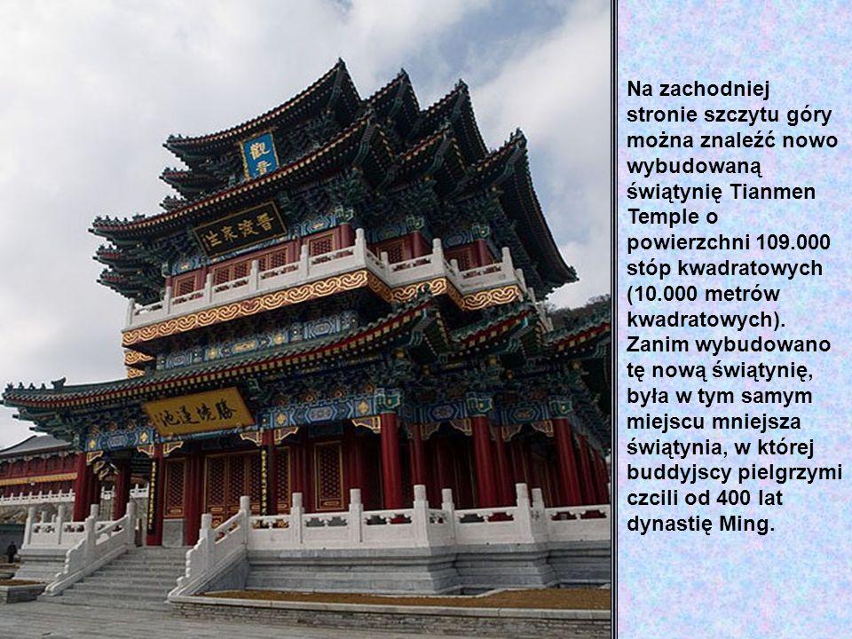 Na zachodniej stronie szczytu góry można znaleźć nowo wybudowaną świątynię Tianmen Temple o powierzchni 109.000 stóp kwadratowych (10.000 metrów kwadratowych).