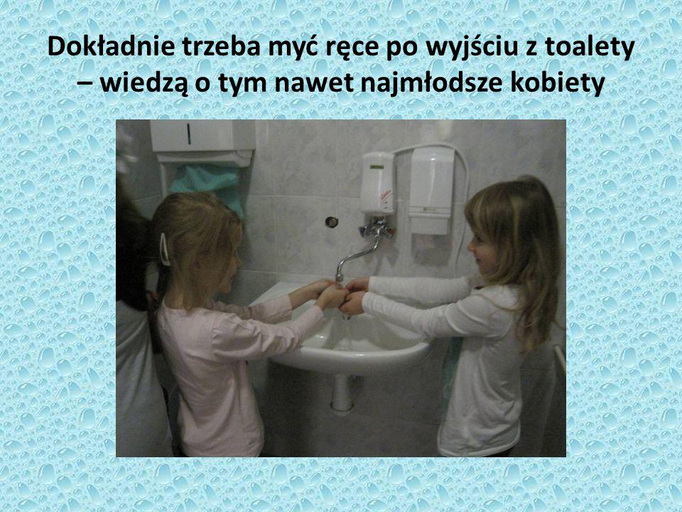 Dokładnie trzeba myć ręce po wyjściu z toalety – wiedzą o tym nawet najmłodsze kobiety
